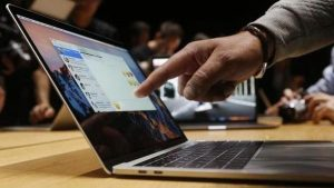 Apple Offers Free Display Repairs to MacBook Pro 2016 Units Plagued by 'Flexgate' Issues
